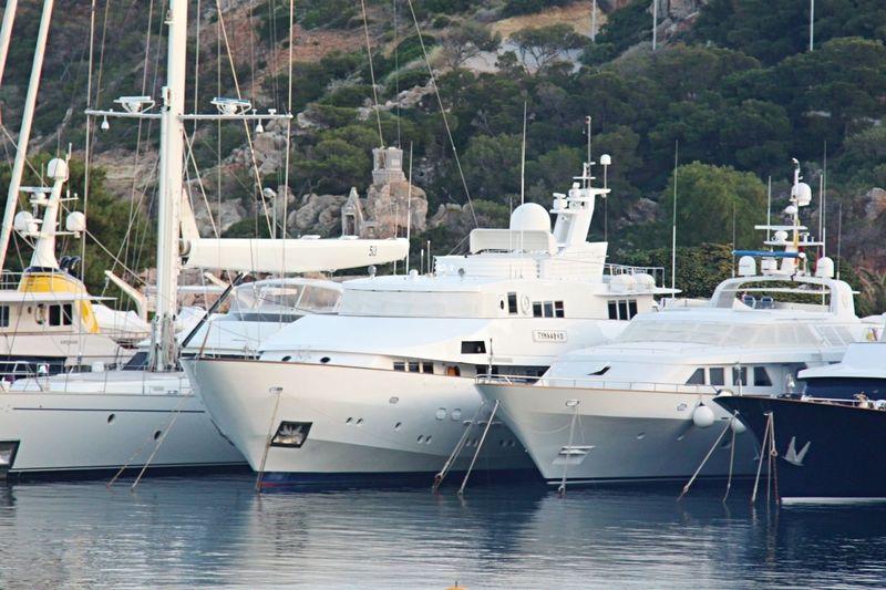 Tyndareo and Oktana in Astir Marina