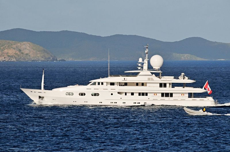 TALES yacht Turquoise