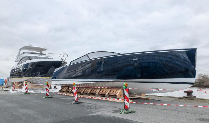 Tenders of U116 in Bremerhaven