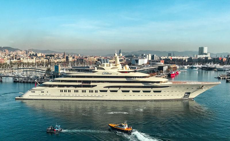 Dilbar departing the port of Barcelona