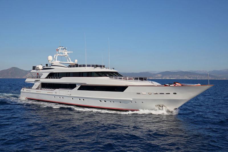 CODE 8 yacht Benetti