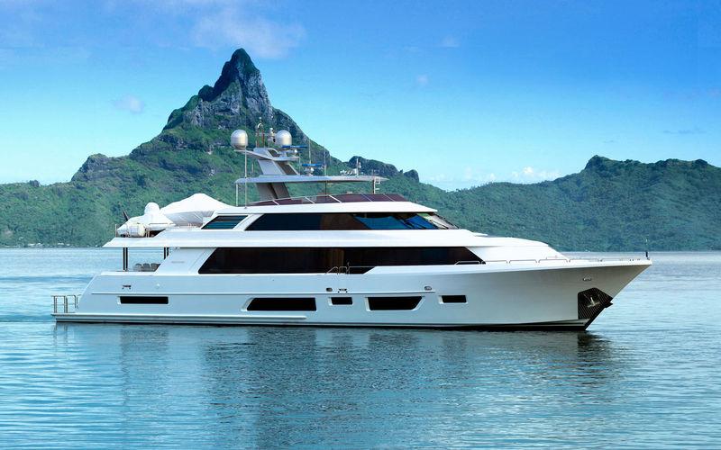34m Westport 112 7760 anchored
