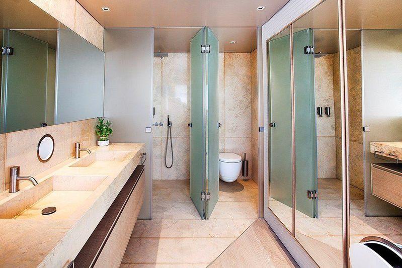 Motor yacht K bathroom