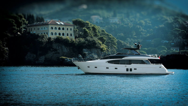 Sanlorenzo SL78 anchored
