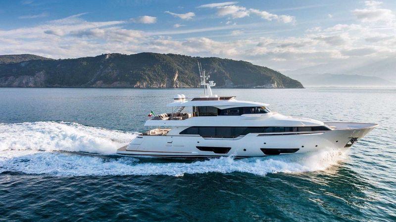 Custom Line Navetta 28 yacht cruising