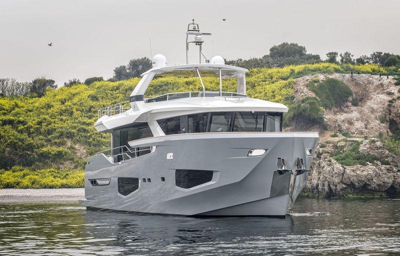 Numarine 26XP/01 anchored