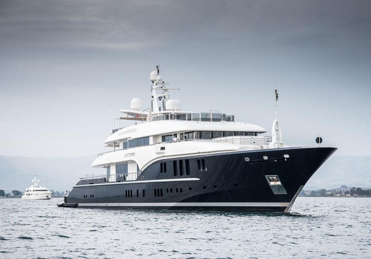 74m superyacht Sapphire in Nafplion