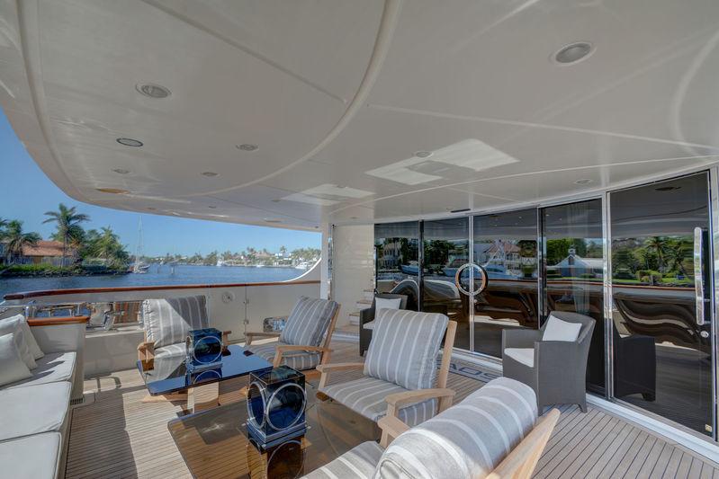 Kaos aft deck seating area