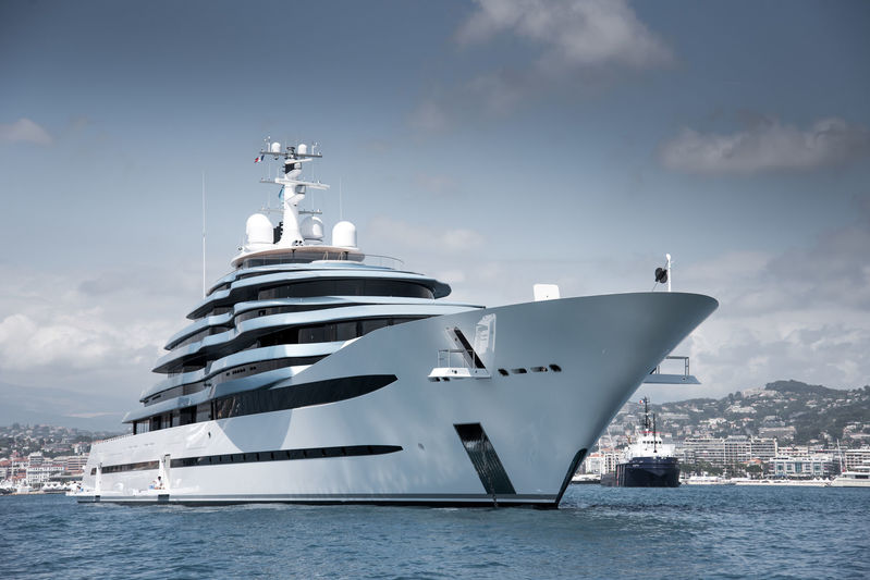 Jubilee anchored off Cannes during CFF