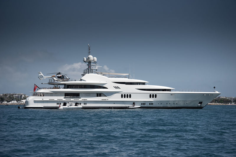 Anna 1 anchored off Cannes during CFF