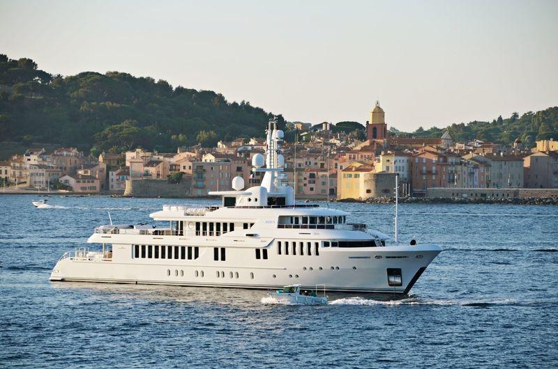 Kinta anchored off Saint-Tropez