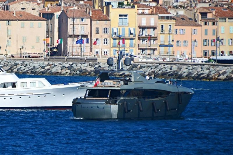 Ludy anchored off Saint-Tropez