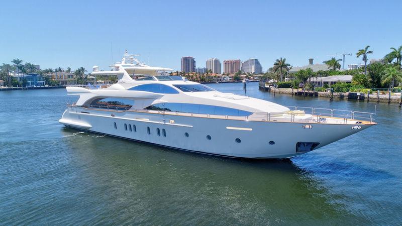 Azimut 116 yacht Sin Or Swim