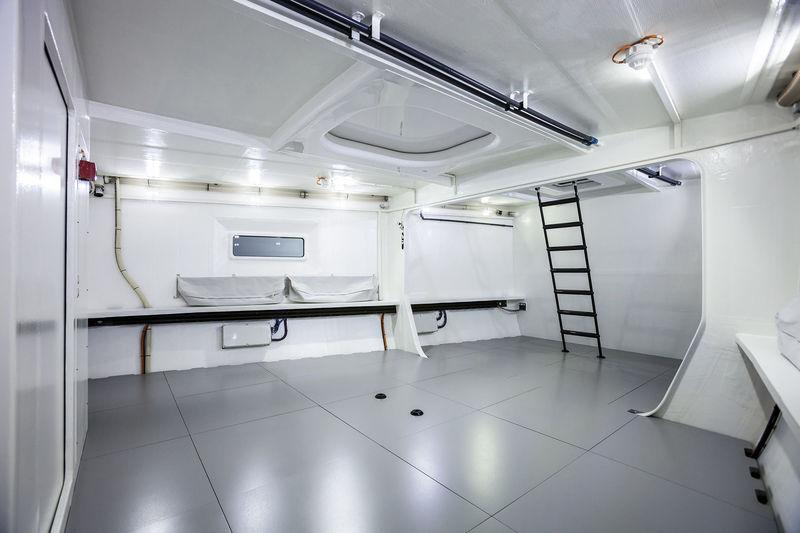 Swan 115 FD - 004  garage