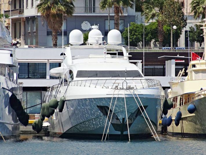 Al Mirqab III in Zeas Marina
