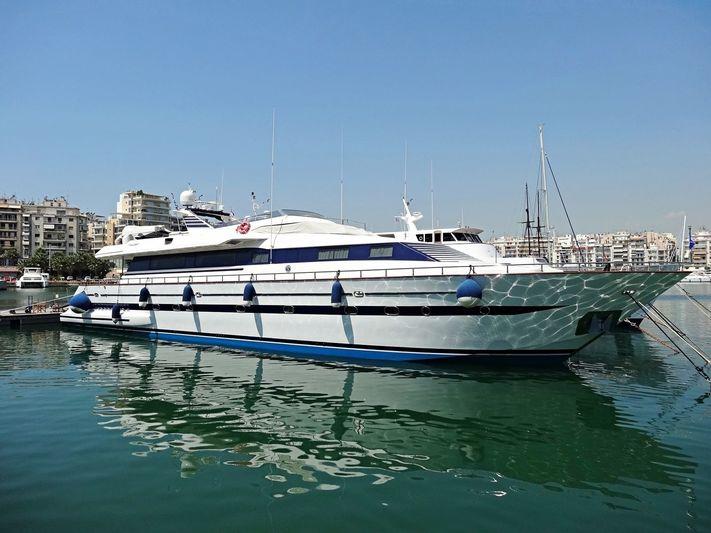 ALMA LIBRE yacht Falcon