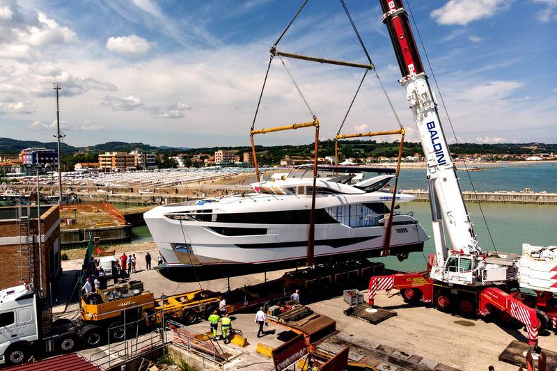 CADET V yacht Dominator Yachts