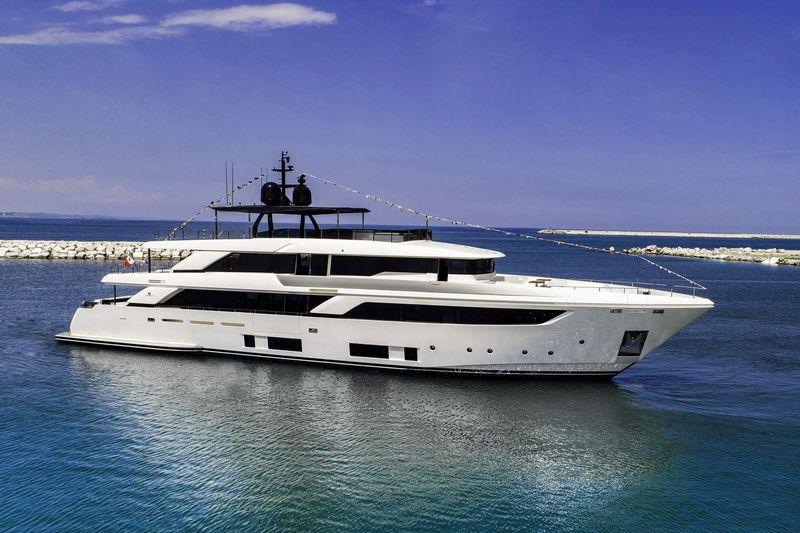 FOUR FLOWERS III yacht Custom Line