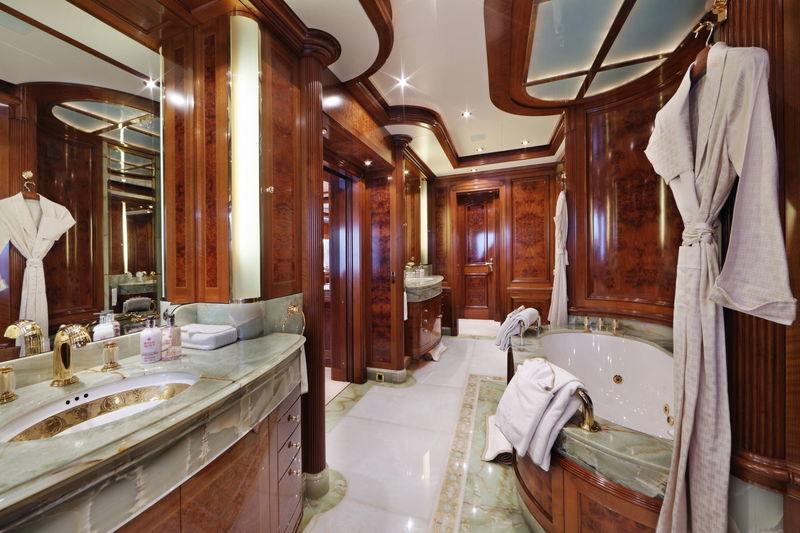 Saint Nicolas Bathroom
