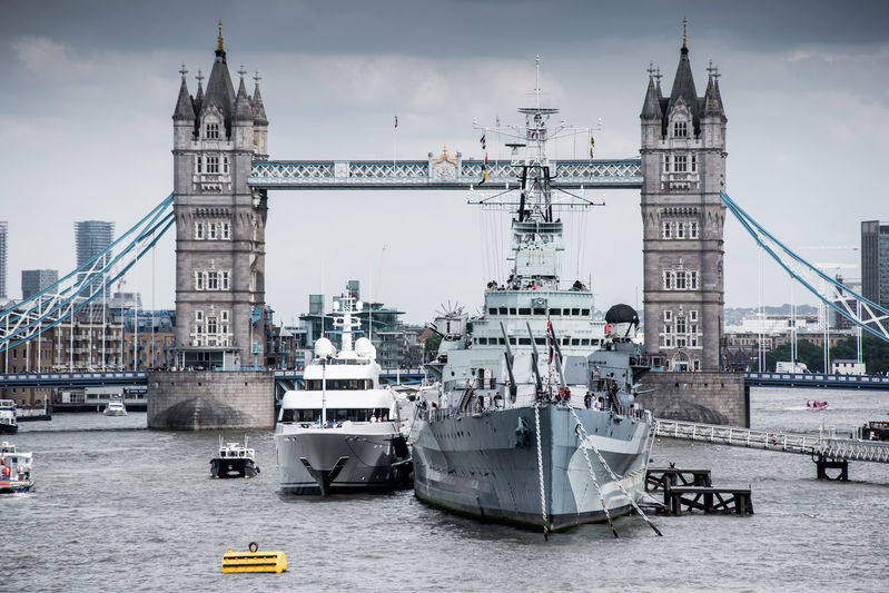 Avanti arriving in London Tower Bridge