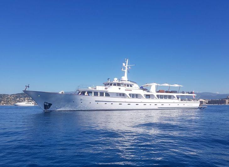 Espadarte anchored off Juan-les-Pins