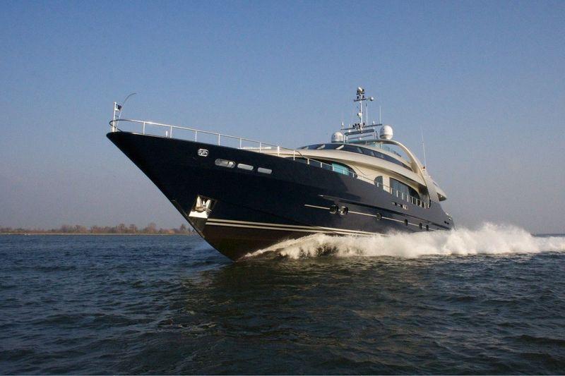 Blue Mamba cruising at full speed