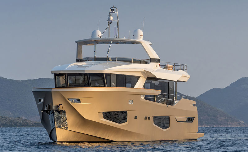 Numarine 26XP/02 anchored