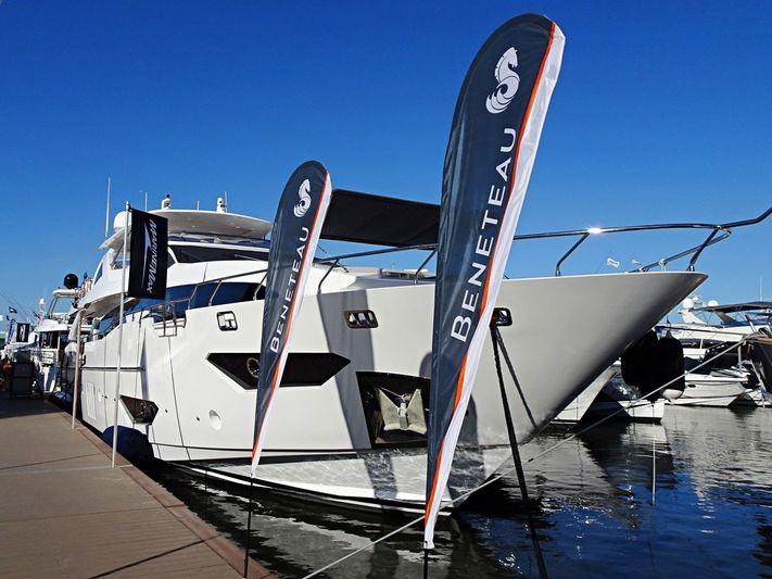 ABBENTURES II  yacht Azimut