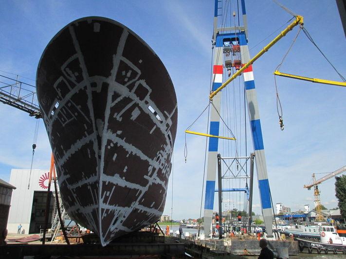 Hakvoort BN250 hull launch at Buijs Scheepsbouw
