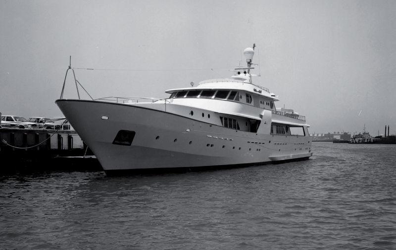 DUBAI OCEAN STAR yacht CRN