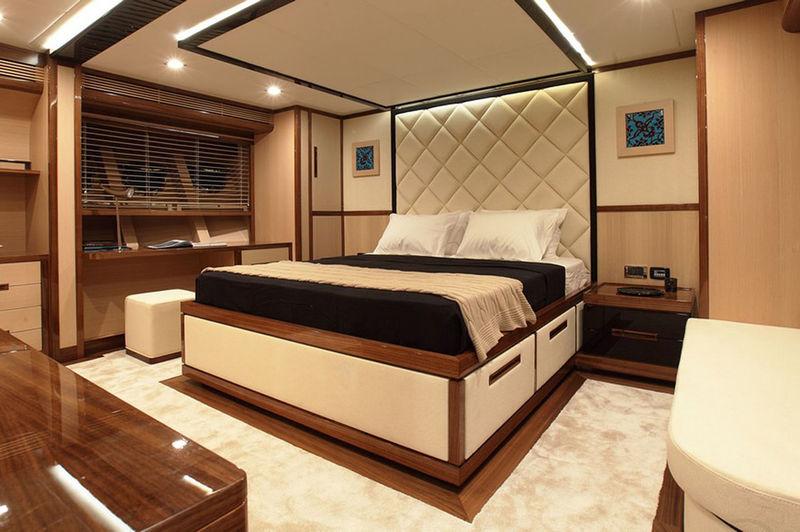 Vay sailing yacht stateroom