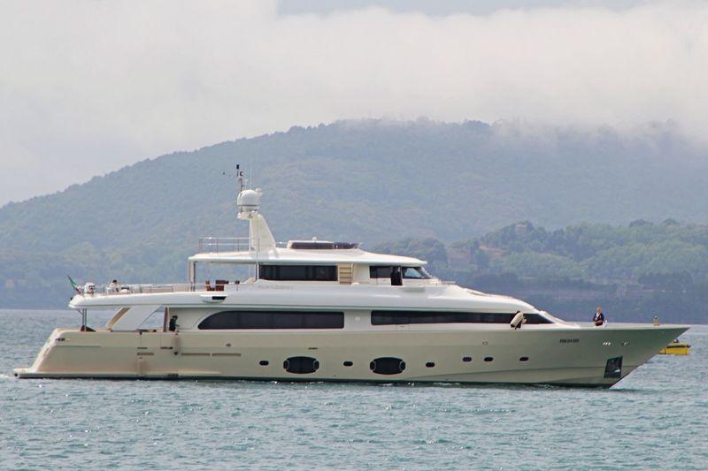 FOUR FLOWERS II yacht Custom Line