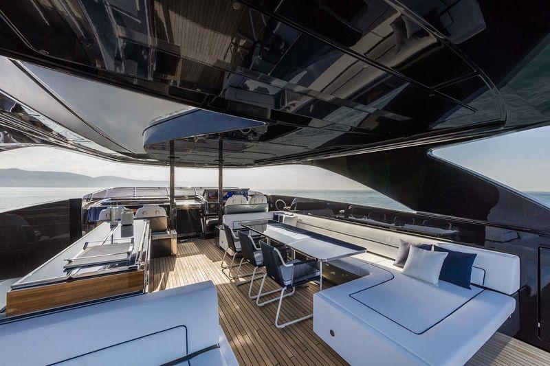 Riva 110 Dolcevita upper deck