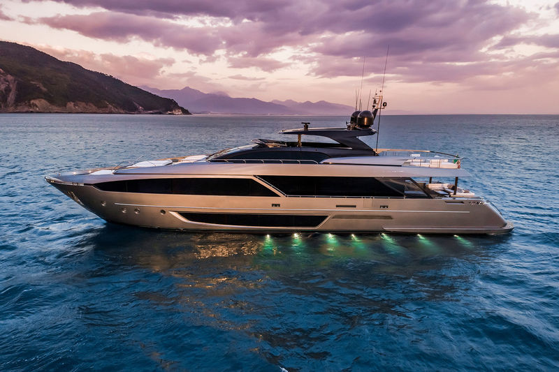 Riva 110 Dolcevita anchored