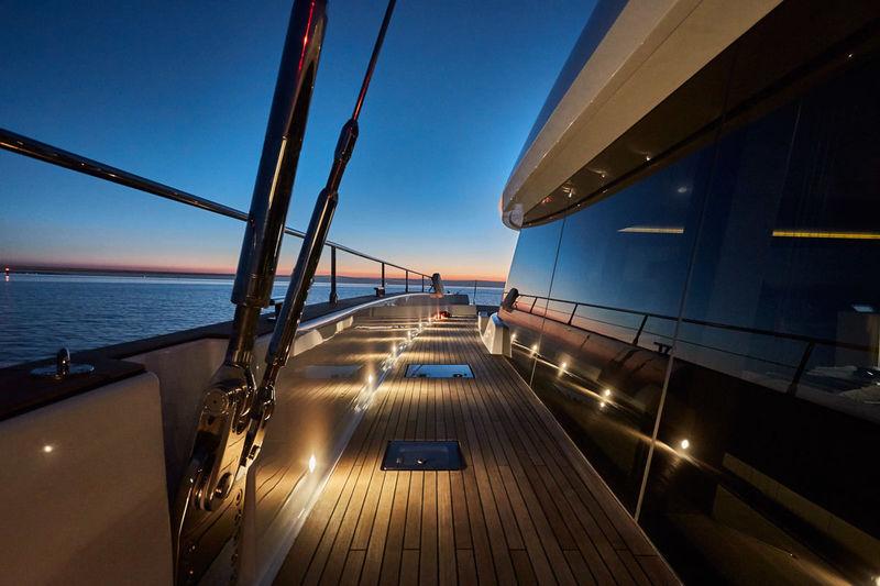 Sunreef 80 deck