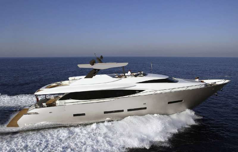 LARA yacht Peri