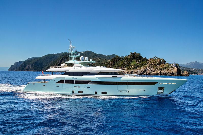 LATONA yacht CRN