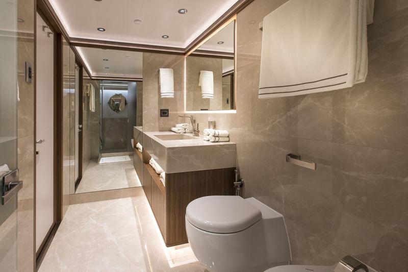 C'est La Vie bathroom