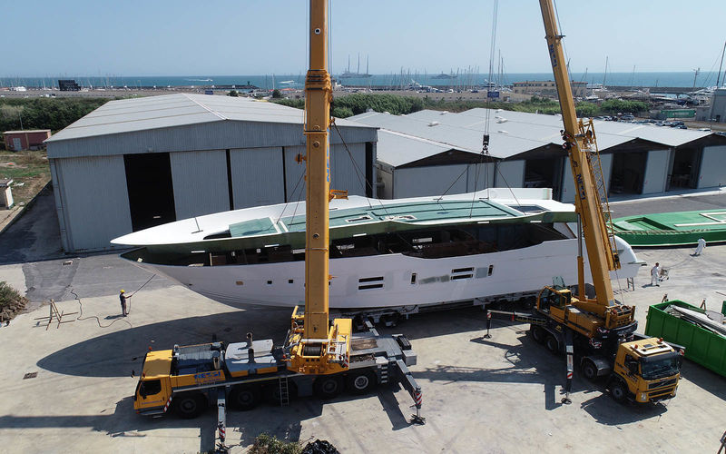 Canados 120' hull number 21