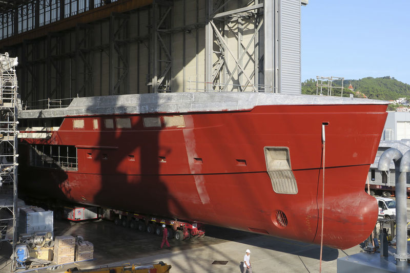 Sanlorenzo 62 Steel hull arrives in La Spezia