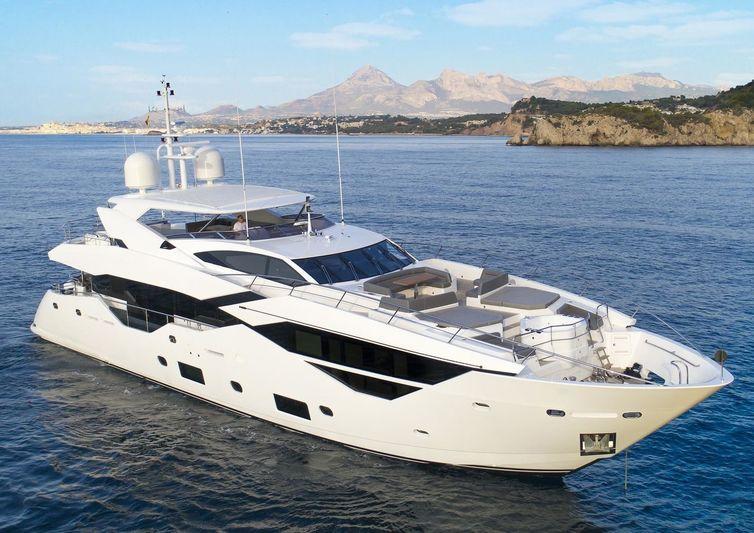 Spectre Sunseeker 116 Yacht