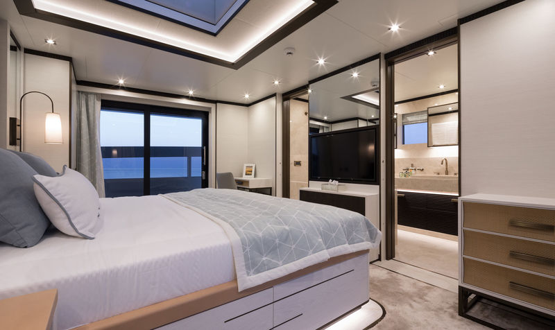 Virgen del Mar VI owner's suite