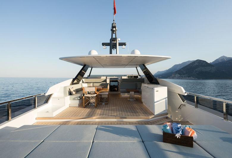 Virgen Del Mar VI deck