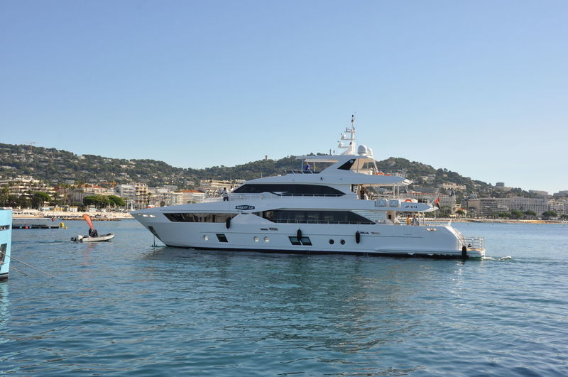 Majesty 110 in Cannes