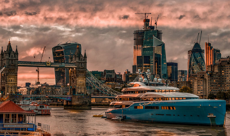 98m Abeking & Rasmussen superyacht AVIVA in London