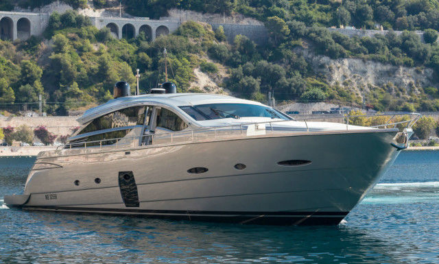 LOUNOR yacht Pershing