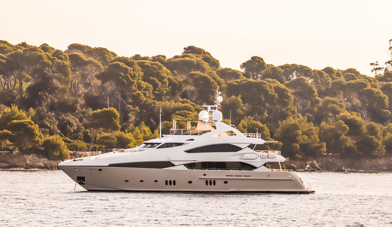 37m Sunseeker superyacht Moliver in Cannes
