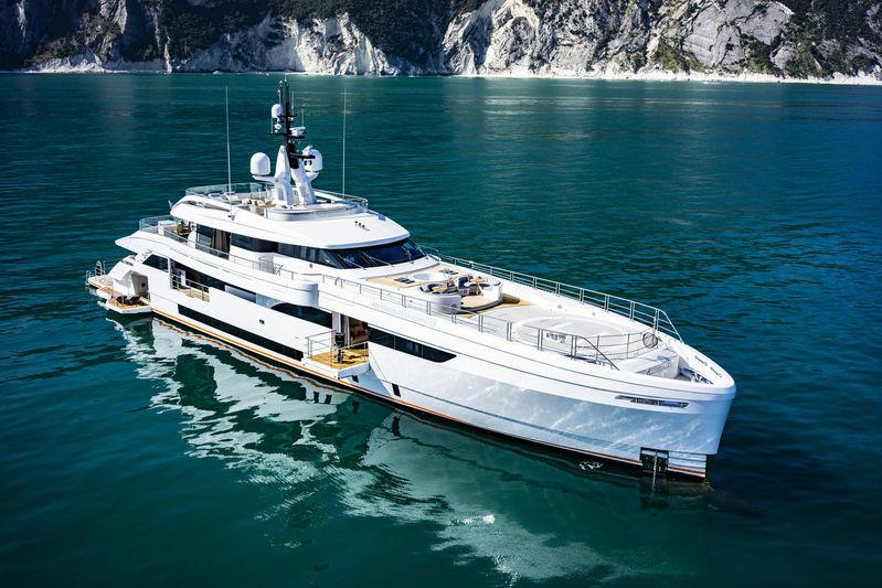 STERN yacht Wider