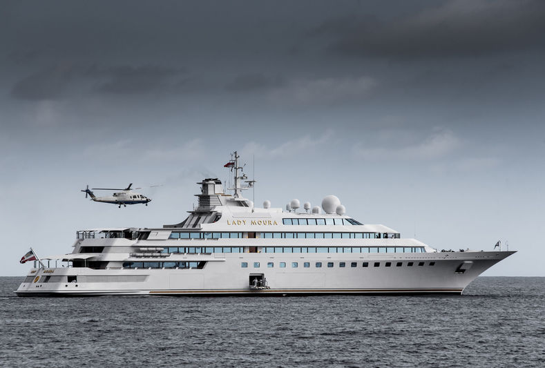105m Lady Moura receiving helicopter outside Monaco