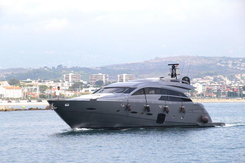 RACE yacht Pershing
